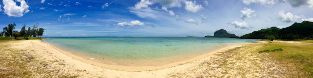 Панорама одного из пляжей на острове Маврикий