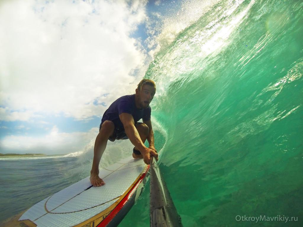 Серфинг и SUP серфинг - это просто. Ваш будущий инструктор - Сергей Мысовский на идеальных волнах Маврикия.
