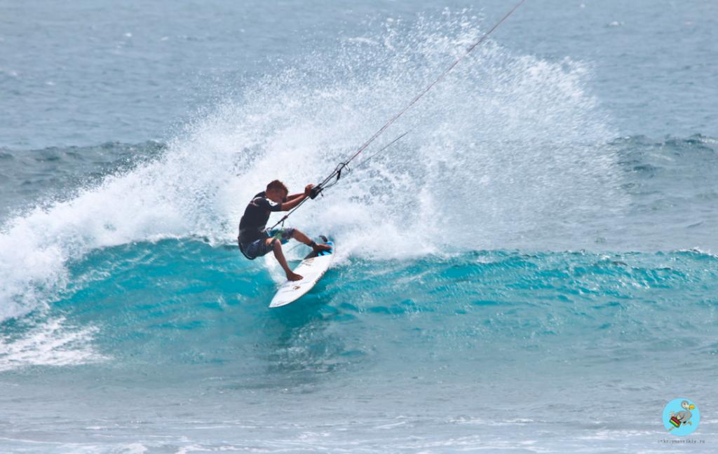 Поворот на гребне волны. Кайтсерфинг на Маврикии