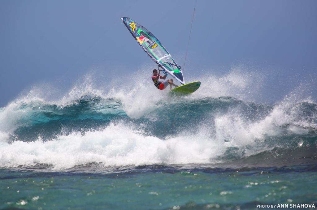 Jason Polakov на волне One Eye, Маврикий. Фото Анна Шахова