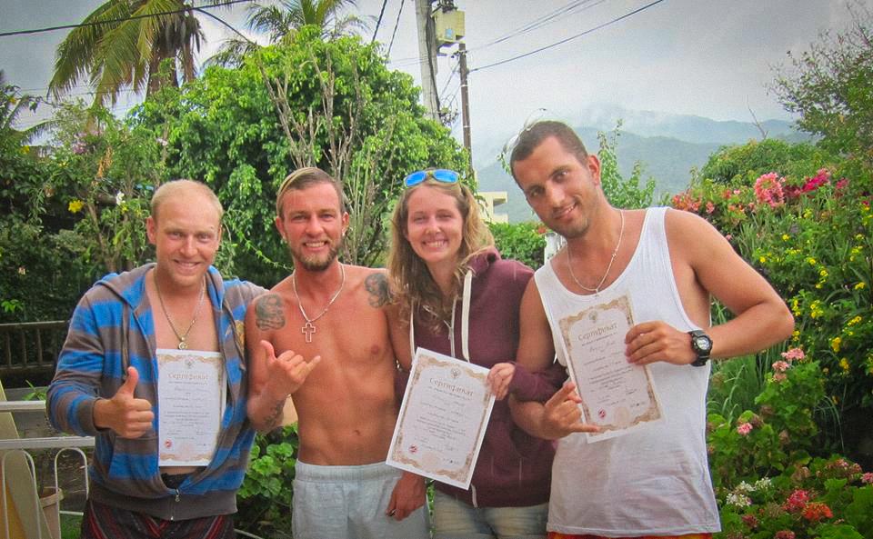 Ребята получили сертификаты серфера перед отъездом с острова Маврикий. Обучение серфингу на Маврикий. Школа серфинга