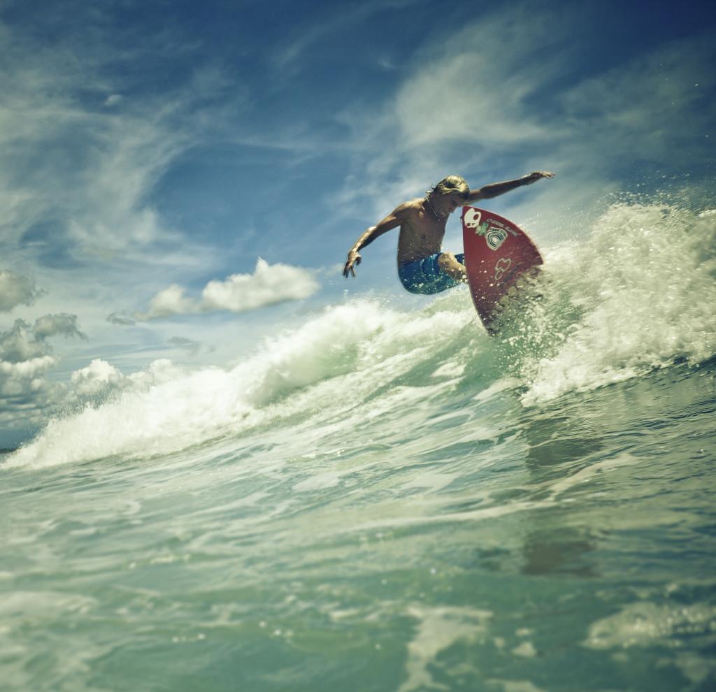 Индонезия, Бали, Серанган. Фото Женя Ивков. Серфер Сергей Мысовский. Обучение серфингу на Маврикий