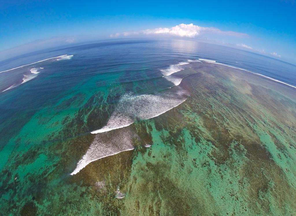 Ле Морне. Тут в основном происходит серфинг на Маврикий и обучение. Школа серфинга