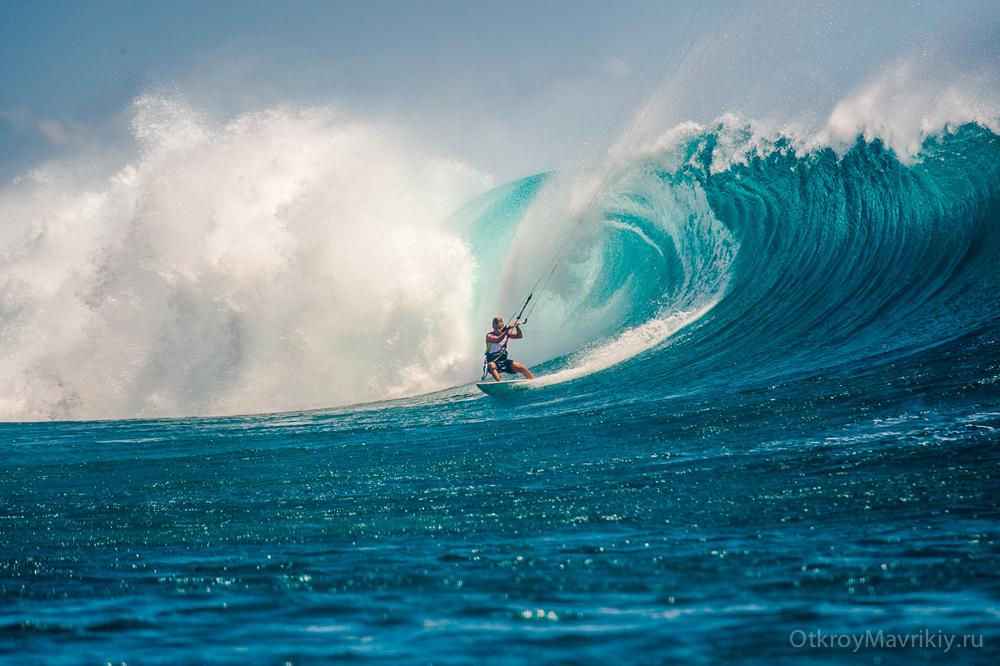 Тест кайта Дрифтер на волне One Eye. Маврикий. Фото Кирилл Умрихин