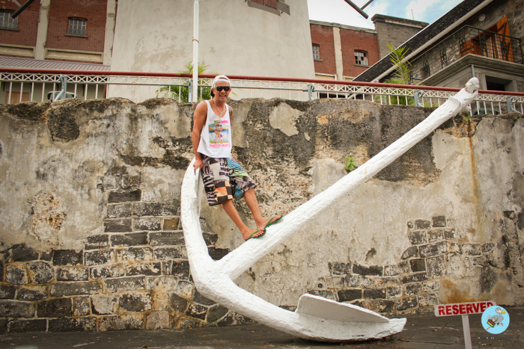 Большой якорь в Порт Луи