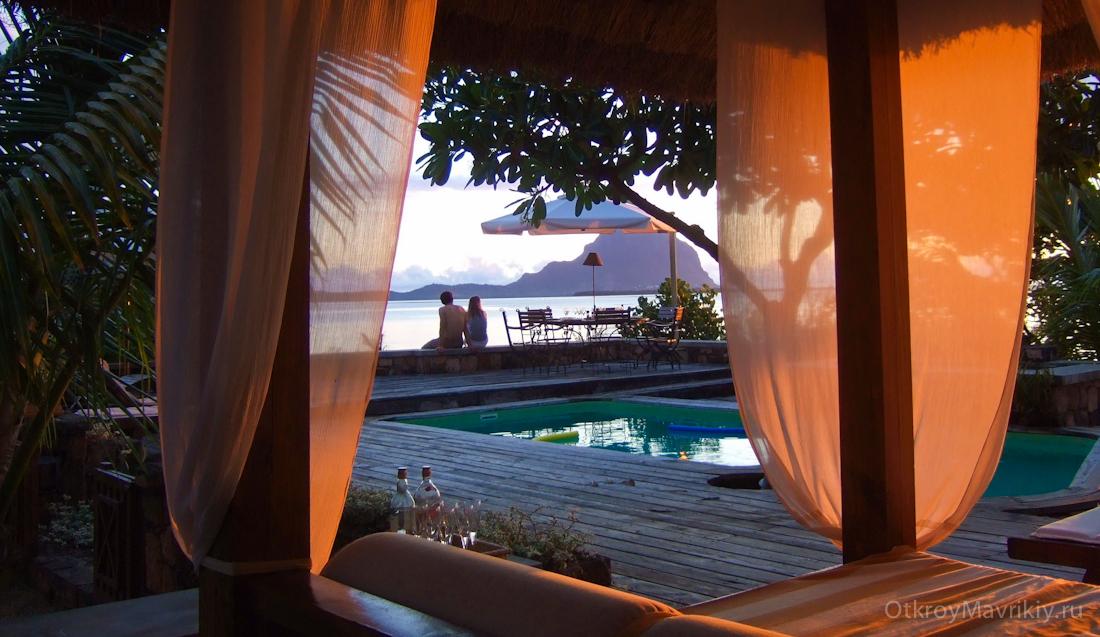 Вид из окна большой виллы