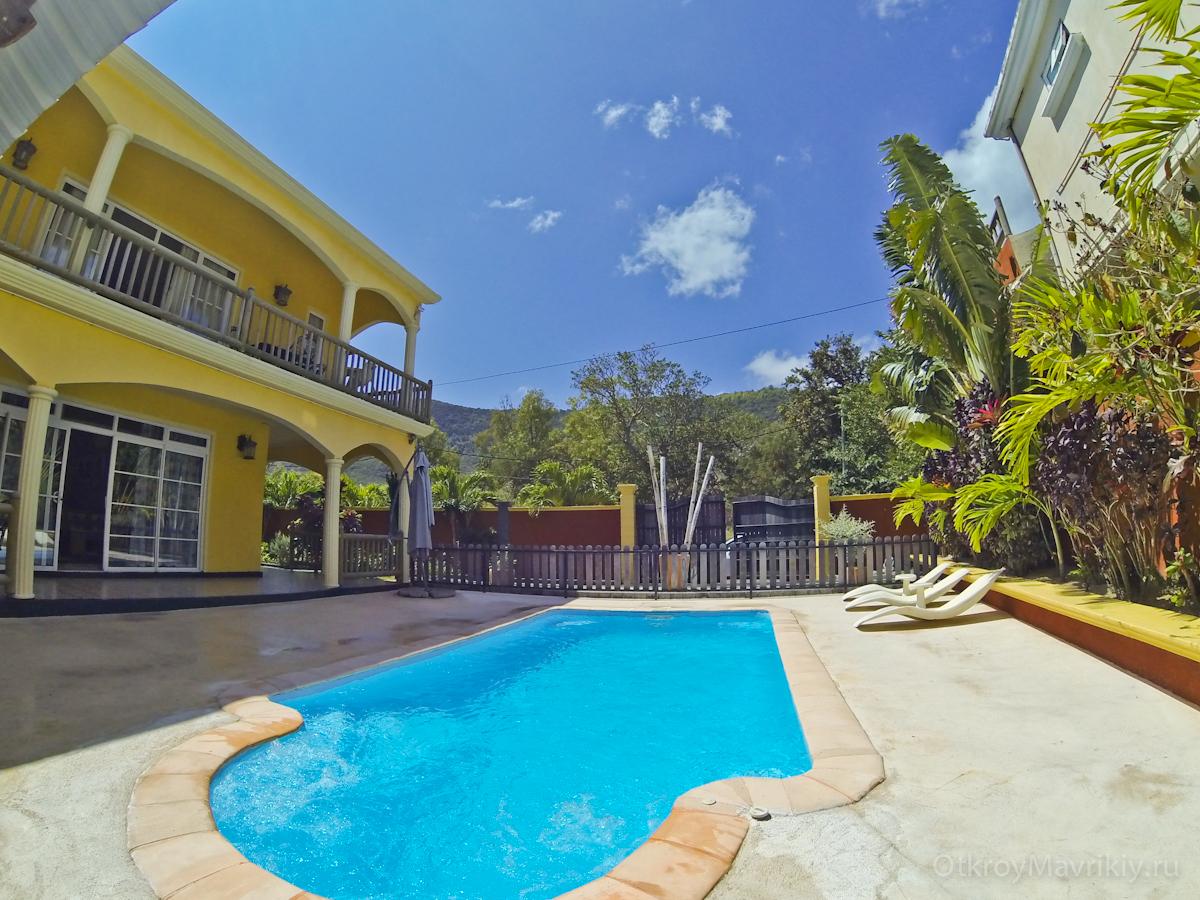 Вилла на Маврикии с бассейном