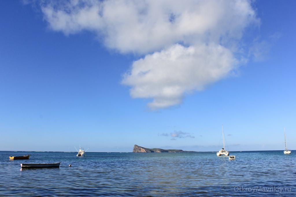 Вид с берега на островок Куэн Де Мир (gunners quoin)