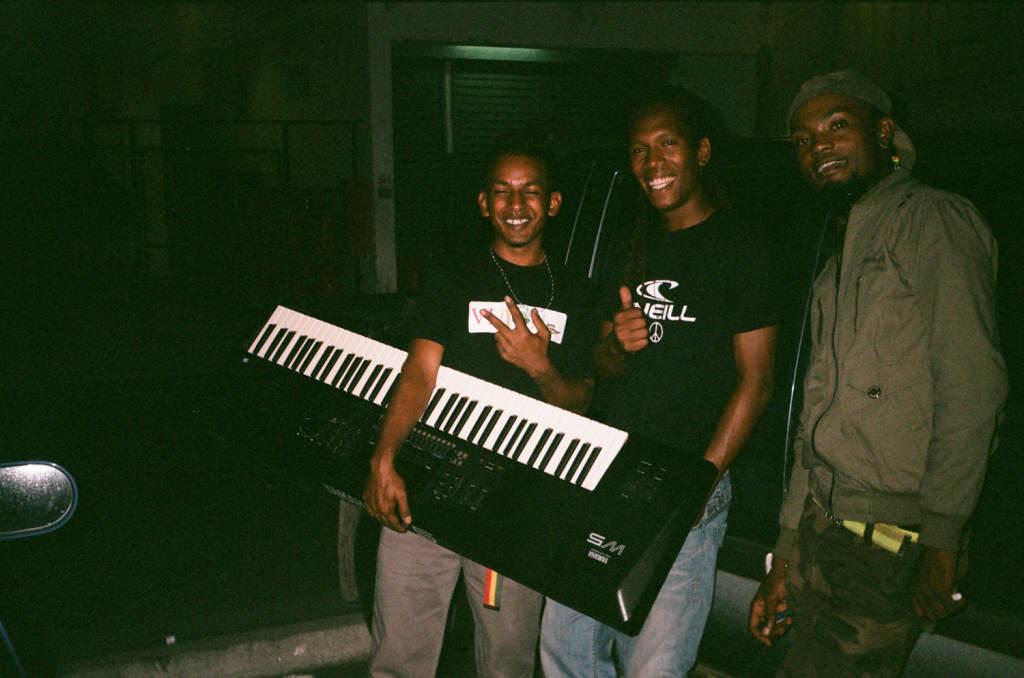 Брайан и музыканты из Энзо, Маврикий