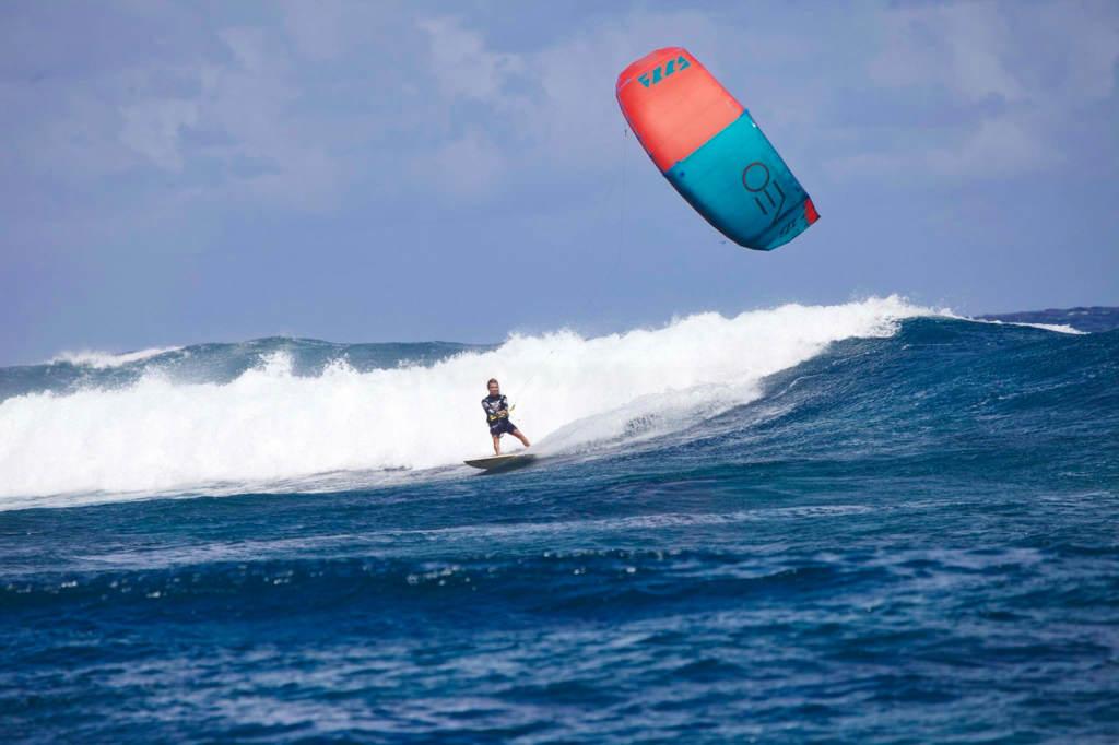 Кайт и серф лагерь на острове Маврикий. Вейврайдинг на споте Манава.