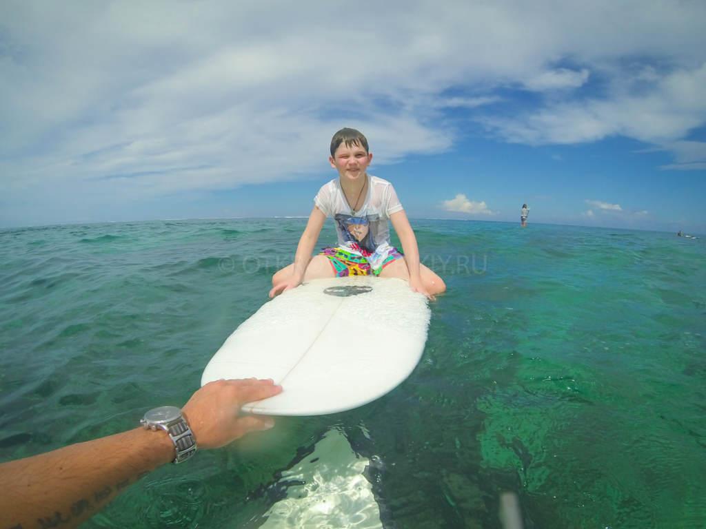 кайтсерфинг и серфинг на Маврикии. Детский серф-лагерь.