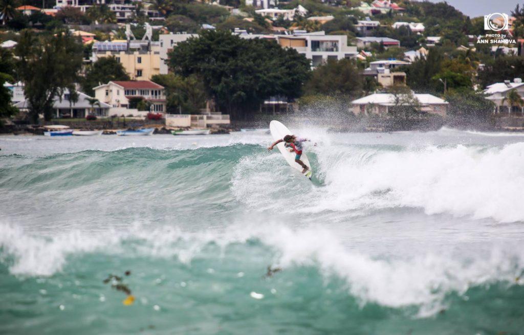 Серфинг на Маврикии. Тамарин Black Rocks. Сергей Мысовский. Фото Аня Шахова