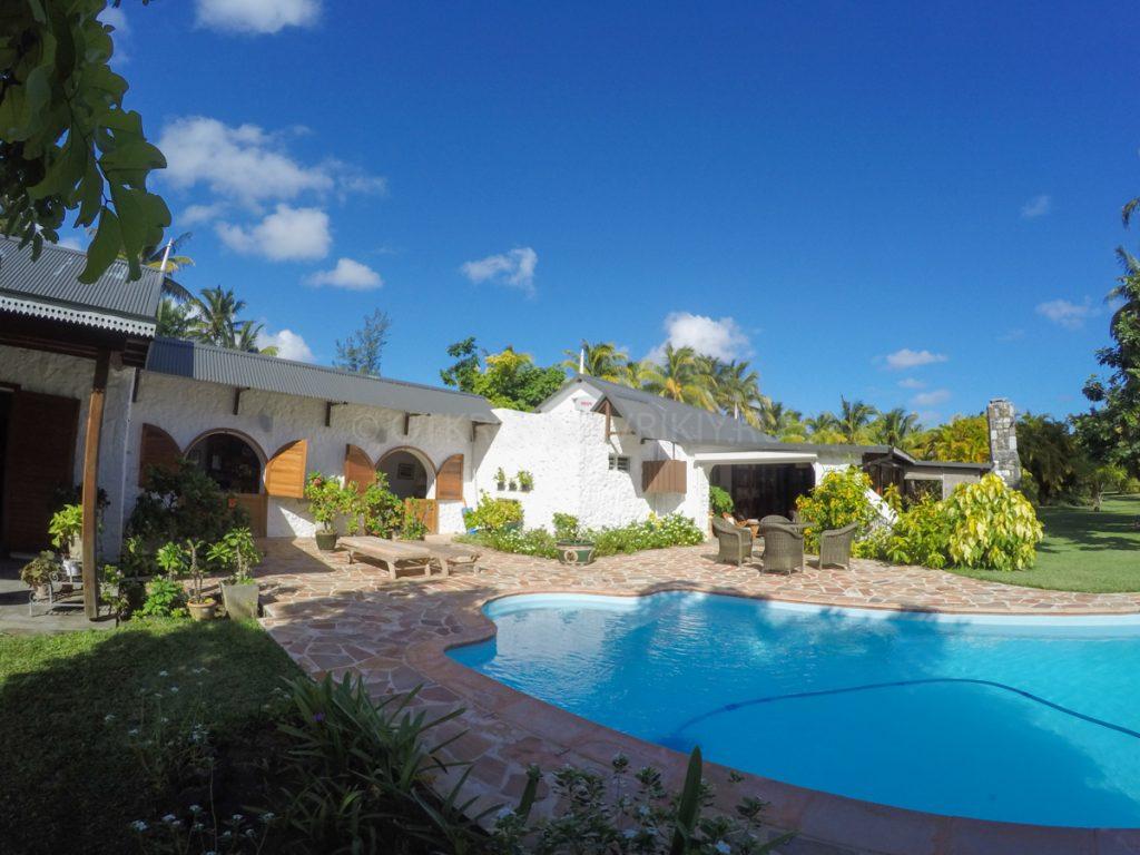 """""""Коко"""" вилла в классическом стиле с бассейном и огромным садом"""