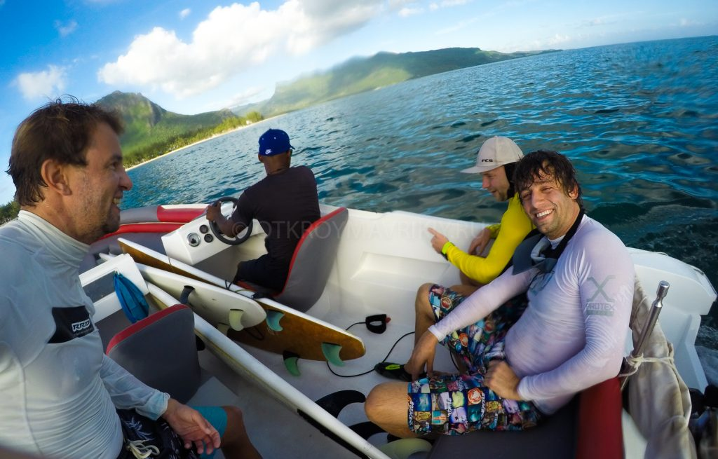Серфинг и кайт лагерь на острове Маврикий с 15 апреля '19 по 15 июня '19